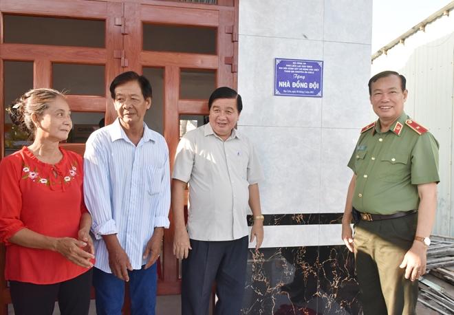 Thứ trưởng Lê Tấn Tới tặng nhà đồng đội tại Bạc Liêu - Ảnh minh hoạ 6