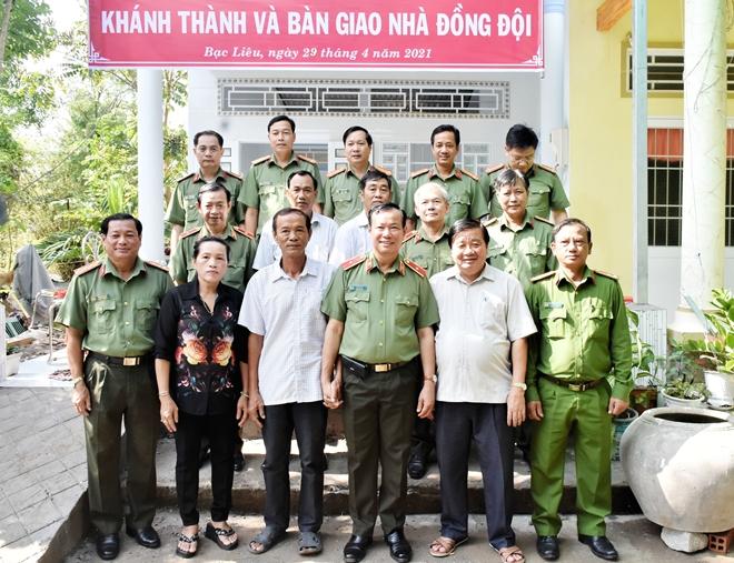 Thứ trưởng Lê Tấn Tới tặng nhà đồng đội tại Bạc Liêu - Ảnh minh hoạ 2