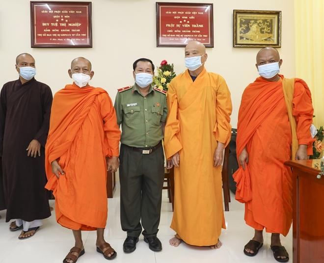 Công an TP Cần Thơ chúc mừng Đại lễ Phật đản