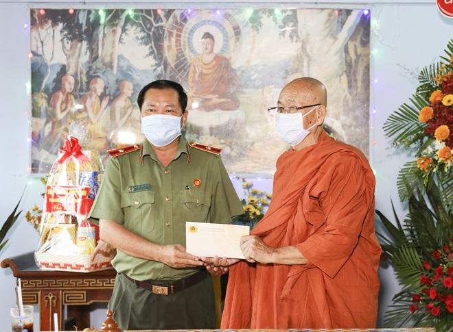 Công an TP Cần Thơ chúc mừng Đại lễ Phật đản - Ảnh minh hoạ 4