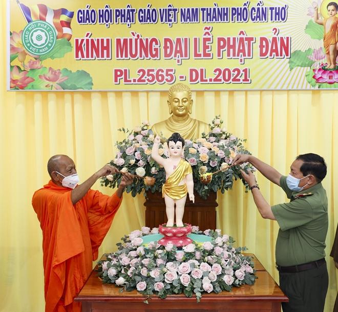 Công an TP Cần Thơ chúc mừng Đại lễ Phật đản - Ảnh minh hoạ 3