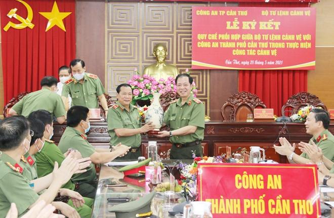 Ký kết Qui chế phối hợp giữa Công an TP Cần Thơ và Bộ Tư lệnh Cảnh vệ - Ảnh minh hoạ 6