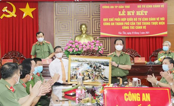 Ký kết Qui chế phối hợp giữa Công an TP Cần Thơ và Bộ Tư lệnh Cảnh vệ - Ảnh minh hoạ 4