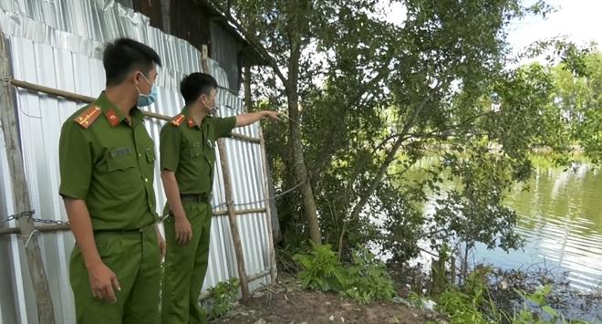 Hai Công an xã lao xuống sông cứu cô gái nhảy cầu tự tử