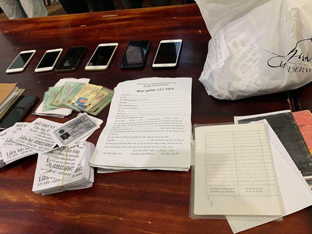 Các tài liệu thu giữ tại phòng trọ của các đối tượng