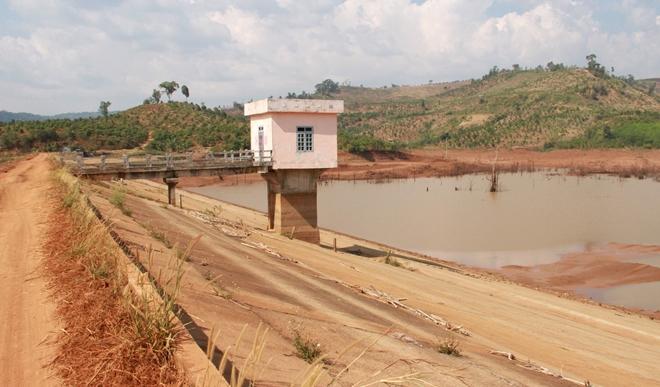 Nhiều hạng mục của công trình đang thi công dang dở nhưng đã được Ban quản lý quyết toán để rút tiền ngân sách Nhà nước