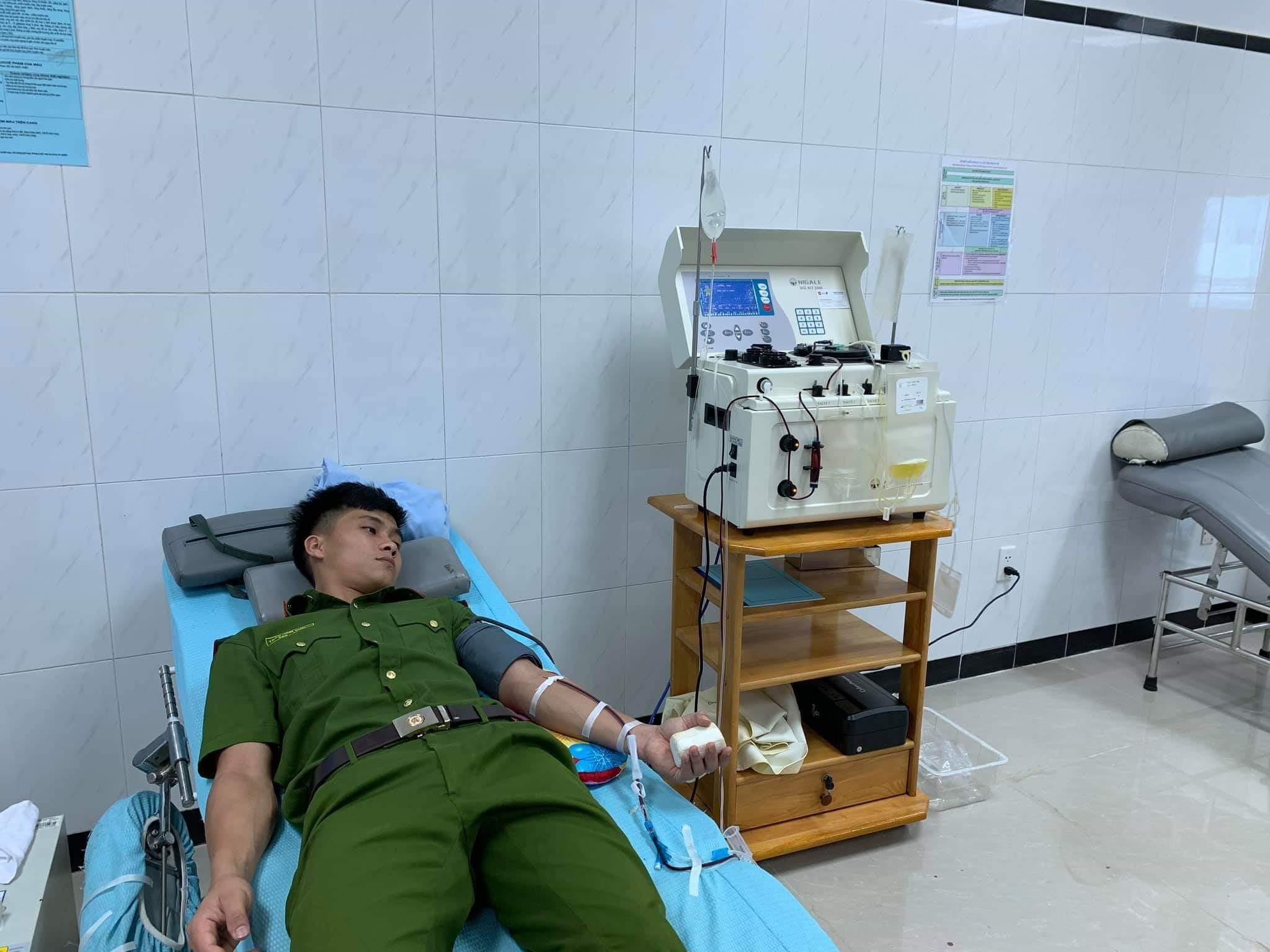 Cảnh sát hiến máu hiếm cứu bệnh nhân nguy kịch