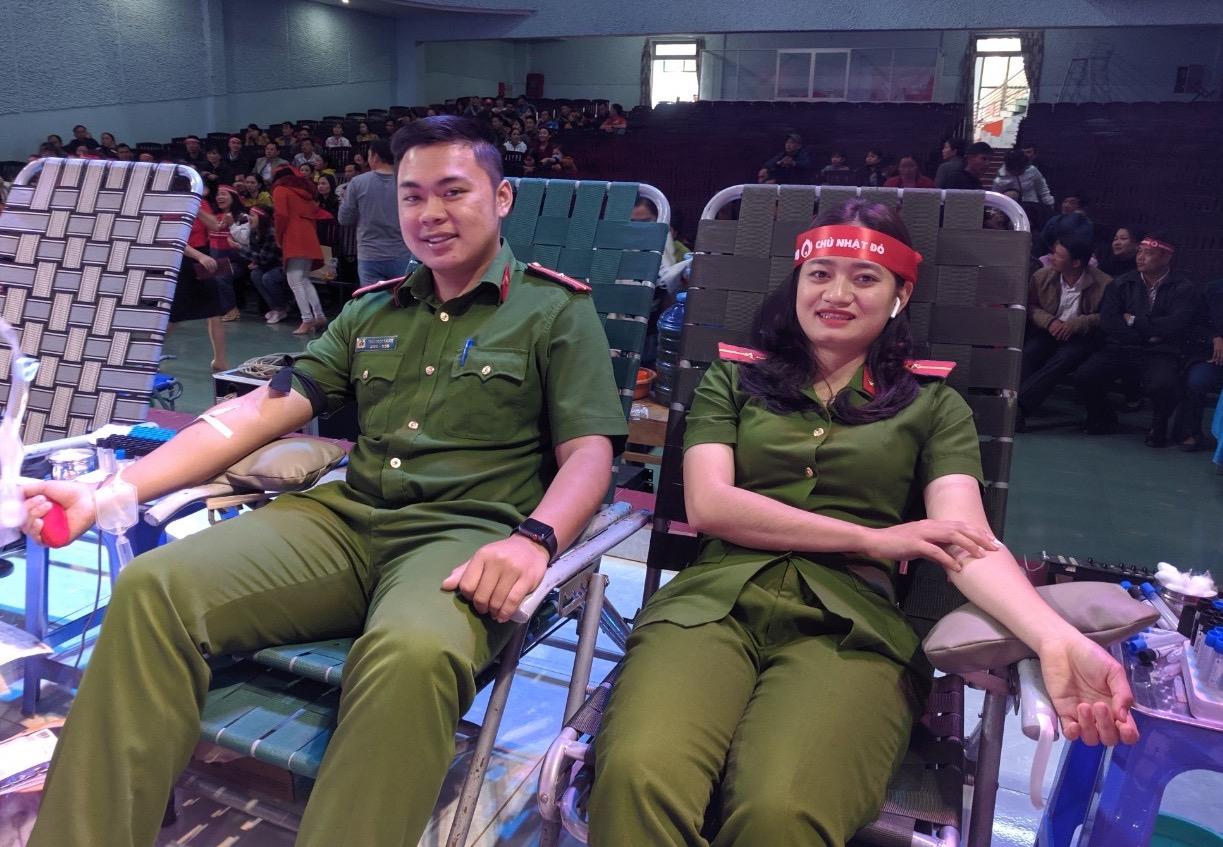 Hàng trăm cán bộ, chiến sỹ Công an Đắk Lắk tham gia hiến máu
