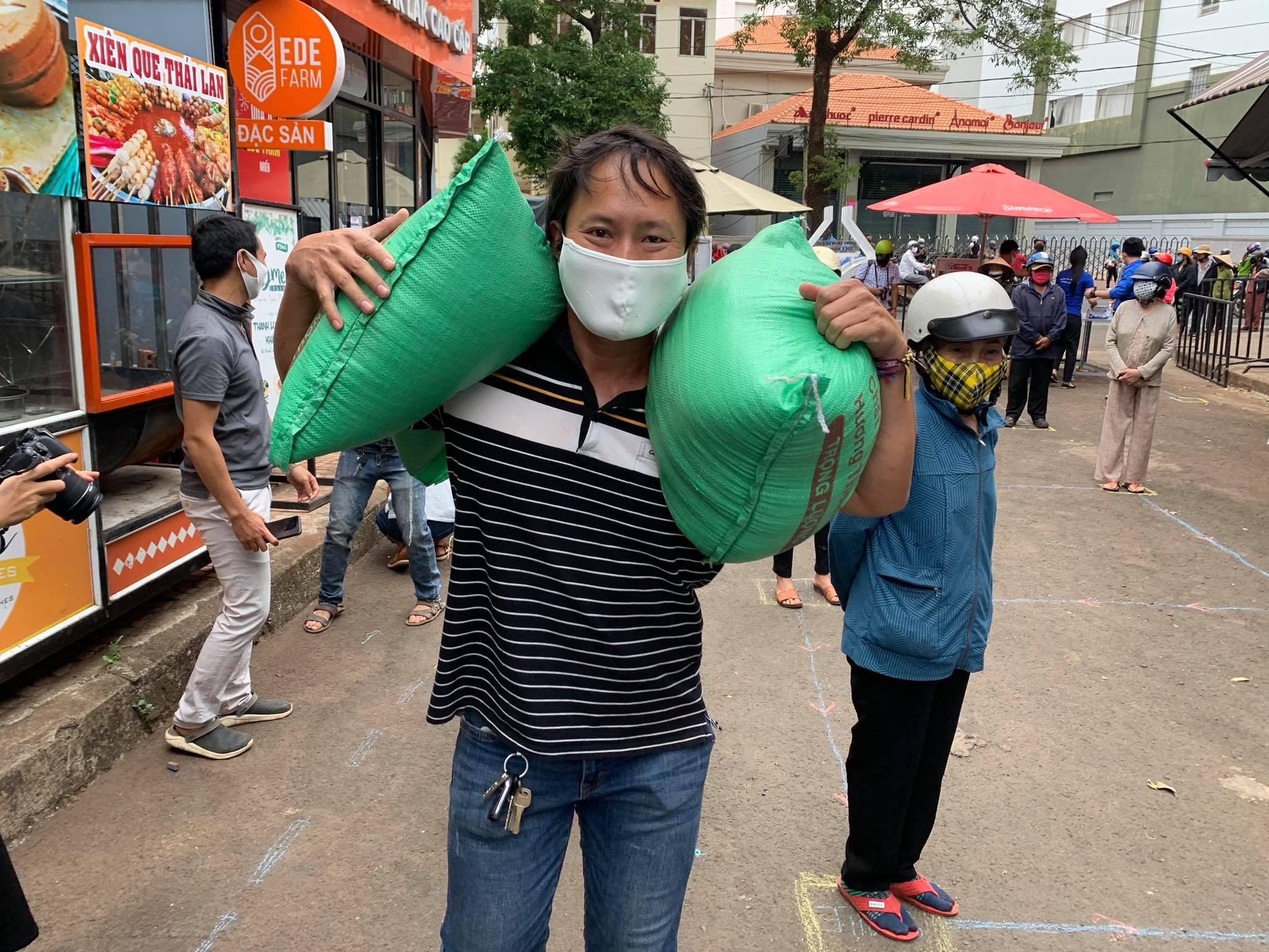 """Đắk Lắk triển khai """"cây ATM gạo"""" hỗ trợ người nghèo"""