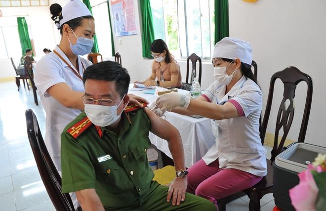 Công an nơi tuyến đầu chống dịch được tiêm vaccine phòng COVID-19 - Ảnh minh hoạ 10