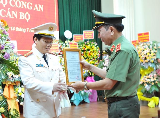 Công bố, trao quyết định Giám đốc Công an tỉnh Đắk Nông - Ảnh minh hoạ 2