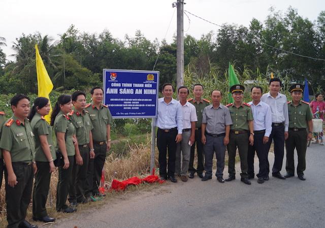 Công an TP Cần Thơ tặng xe đạp cho học sinh nghèo Phong Điền - Ảnh minh hoạ 2
