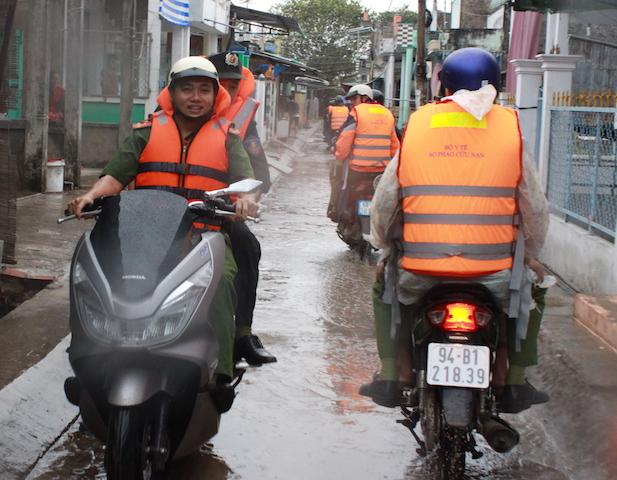 Công an Bạc Liêu tăng cường tuần tra an ninh khu vực sơ tán cư dân tránh bão - Ảnh minh hoạ 2
