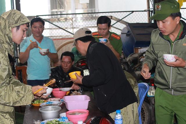Công an Bạc Liêu tăng cường tuần tra an ninh khu vực sơ tán cư dân tránh bão - Ảnh minh hoạ 4