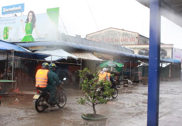 Công an Bạc Liêu tăng cường tuần tra an ninh khu vực sơ tán cư dân tránh bão - Ảnh minh hoạ 6