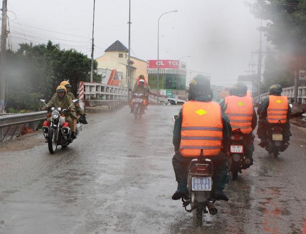 Công an Bạc Liêu tăng cường tuần tra an ninh khu vực sơ tán cư dân tránh bão - Ảnh minh hoạ 7