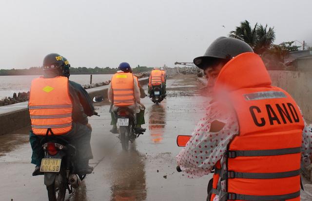 Công an Bạc Liêu tăng cường tuần tra an ninh khu vực sơ tán cư dân tránh bão - Ảnh minh hoạ 8