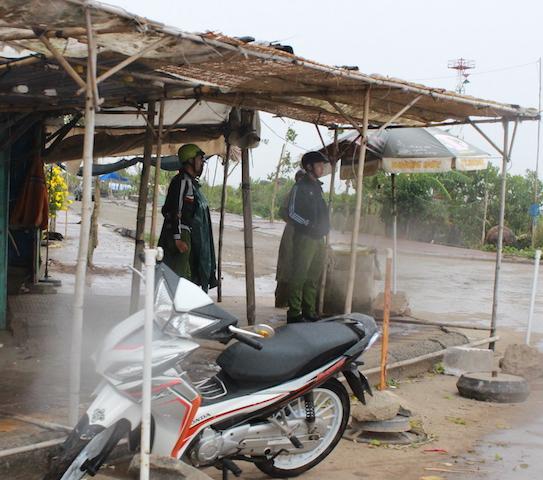Công an Bạc Liêu tăng cường tuần tra an ninh khu vực sơ tán cư dân tránh bão - Ảnh minh hoạ 11