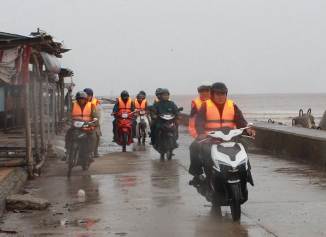 Công an Bạc Liêu tăng cường tuần tra an ninh khu vực sơ tán cư dân tránh bão - Ảnh minh hoạ 5