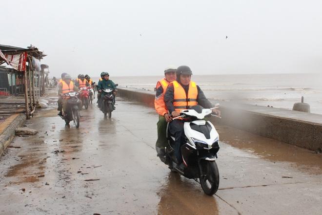 Công an Bạc Liêu tăng cường tuần tra an ninh khu vực sơ tán cư dân tránh bão - Ảnh minh hoạ 9