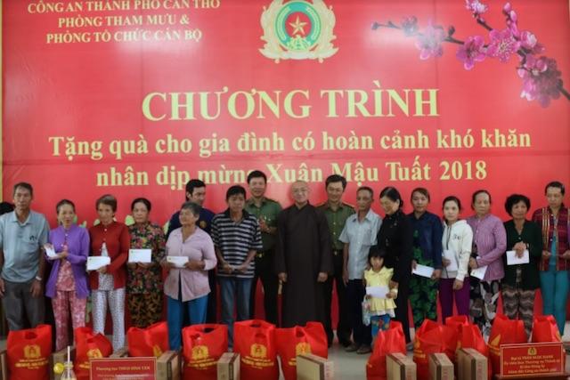 Công an TP Cần Thơ chăm lo Tết cho người nghèo - Ảnh minh hoạ 2