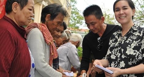 Mang thêm yêu thương đến với người nghèo Hà Tiên
