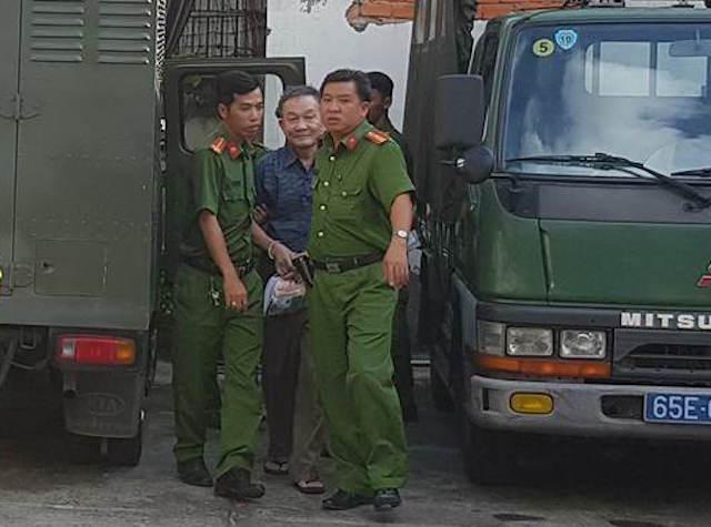Bị cáo được dẫn giải đến phiên tòa.