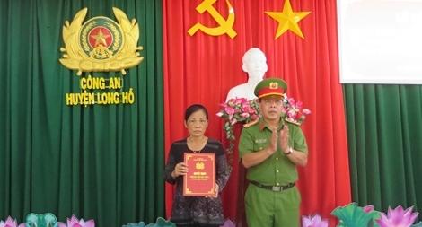 Thăng cấp bậc hàm cho Thiếu úy Nguyễn Đức Đạt