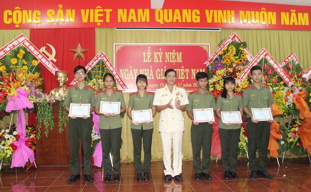 Trường Văn hoá II kỷ niệm 36 năm ngày nhà giáo Việt Nam - Ảnh minh hoạ 3