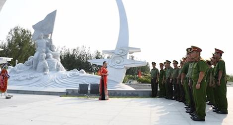 """Hành trình """"Về với địa chỉ đỏ"""" của Đoàn thanh niên Công an tỉnh Tiền Giang"""