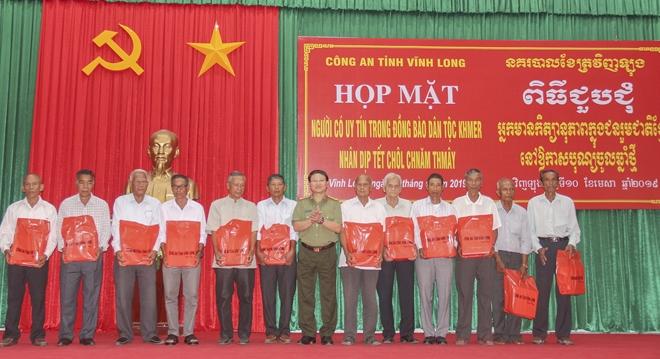 Công an Vĩnh Long  họp mặt người có uy tín trong đồng bào dân tộc Khmer nhân dịp Tết Chol Chnam Thmay