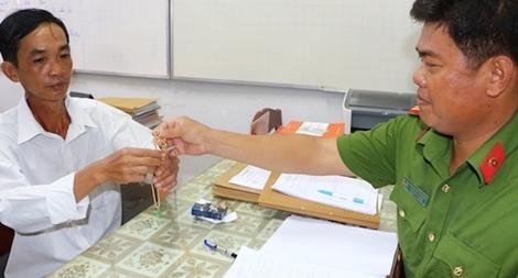 Công an huyện Trà Ôn trao trả tài sản cho người bị mất trộm