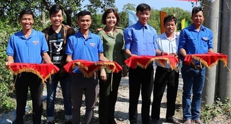 Đoàn Thanh niên Công an Trà Vinh vận động xây dựng cầu giao thông nông thôn