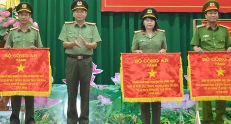 CA Đồng Tháp đem bình yên cho người dân quê hương Đồng Tháp Sen hồng