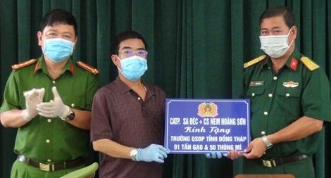 Công an TP Sa Đéc hỗ trợ gạo, mì cho lực lượng làm nhiệm vụ tại bệnh viện dã chiến