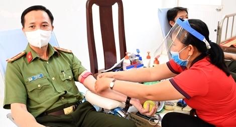 Giám đốc CA Trà Vinh cùng 1000 CBCS tham gia hiến máu tình nguyện