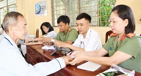 Công an Trà Vinh khám bệnh, cấp thuốc miễn phí cho người nghèo