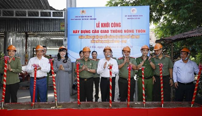 Công an TP Cần Thơ khởi công xây dựng cầu nông thôn mới ở Cờ Đỏ