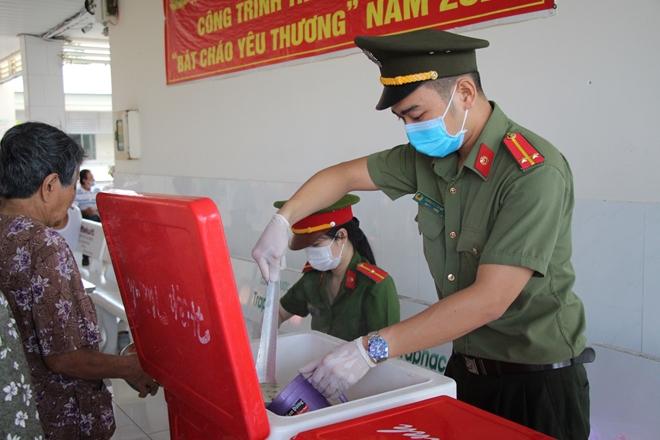 """""""Bát cháo yêu thương"""" ở Bình Minh - Ảnh minh hoạ 10"""