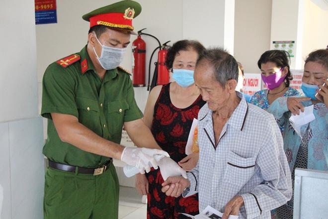 """""""Bát cháo yêu thương"""" ở Bình Minh - Ảnh minh hoạ 2"""
