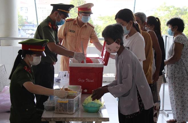 """""""Bát cháo yêu thương"""" ở Bình Minh - Ảnh minh hoạ 8"""