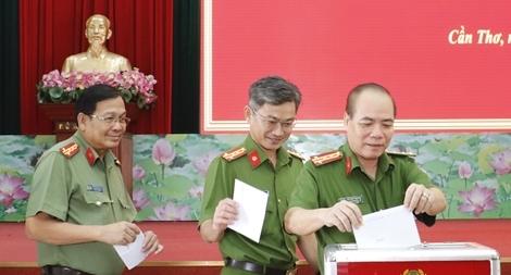 Công an TP Cần Thơ quyên góp 630 triệu đồng ủng hộ đồng bào miền Trung