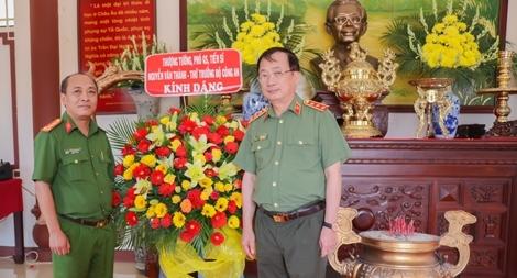 Thứ trưởng Nguyễn Văn Thành thắp hương tưởng niệm Giáo sư, viện sĩ Trần Đại Nghĩa