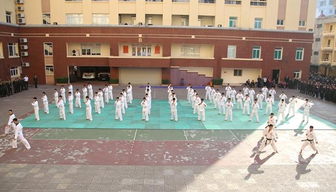 Khai mạc tuần lễ thể thao chào mừng 65 năm Ngày thành lập lực lượng Cảnh vệ CAND - Ảnh minh hoạ 5