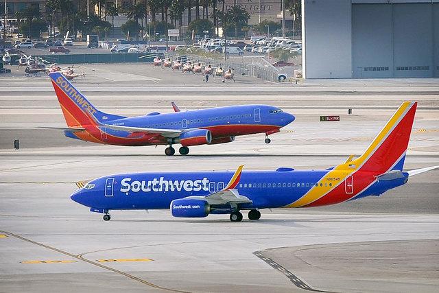 Những chiếc phi cơ của hãng Southwest Airlines. Ảnh: ITN