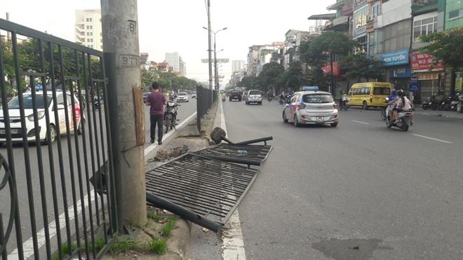 CSGT Thủ đô dọn sạch đường phố giúp người dân lưu thông an toàn từ mờ sáng - Ảnh minh hoạ 4