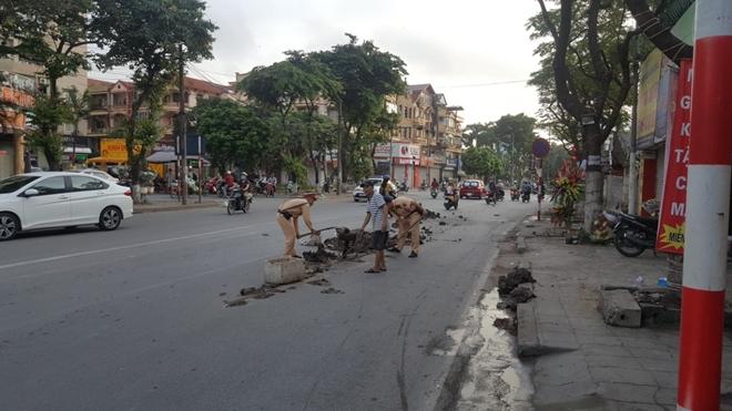 CSGT Thủ đô dọn sạch đường phố giúp người dân lưu thông an toàn từ mờ sáng - Ảnh minh hoạ 2