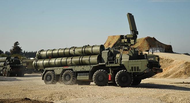Xe tên lửa S-400 của Nga. Ảnh: Sputnik