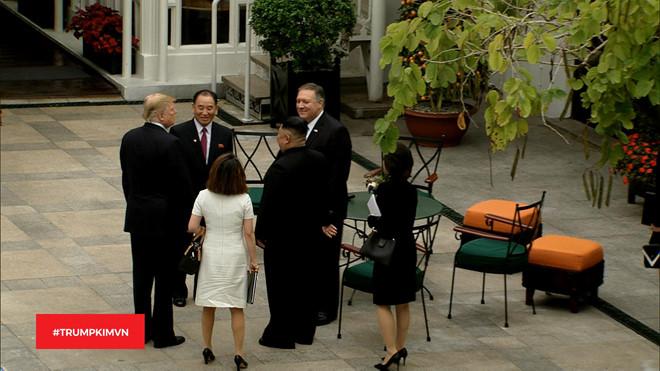 Tổng thống Trump, Chủ tịch Kim,Ngoại trưởng Mỹ Mike Pompeo và quan chức cấp cao Triều Tiên Kim Yong-chol trò chuyện vui vẻ ở Metropole.