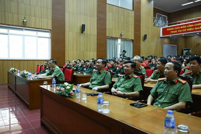 Lực lượng Cảnh vệ thi đua nâng cao văn hoá công sở, lập công dâng Bác - Ảnh minh hoạ 3
